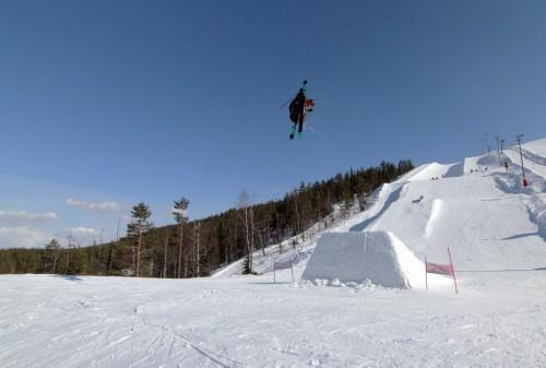 Joona Kangas grabbing dat stalefish at Snowpark Levi.
